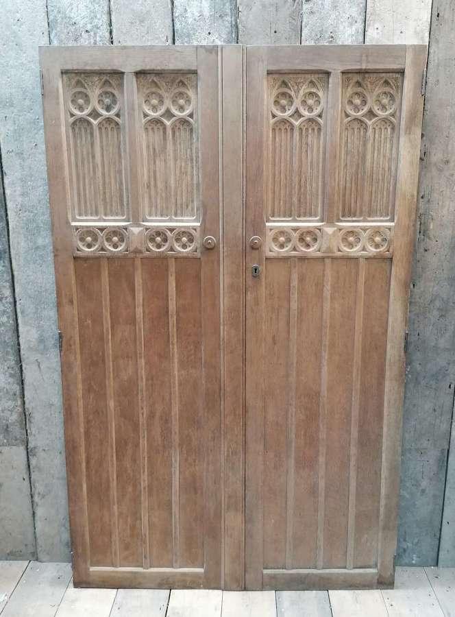 DP0314 PAIR OF RECLAIMED GOTHIC HAND CARVED OAK DOORS CUPBOARD PANTRY