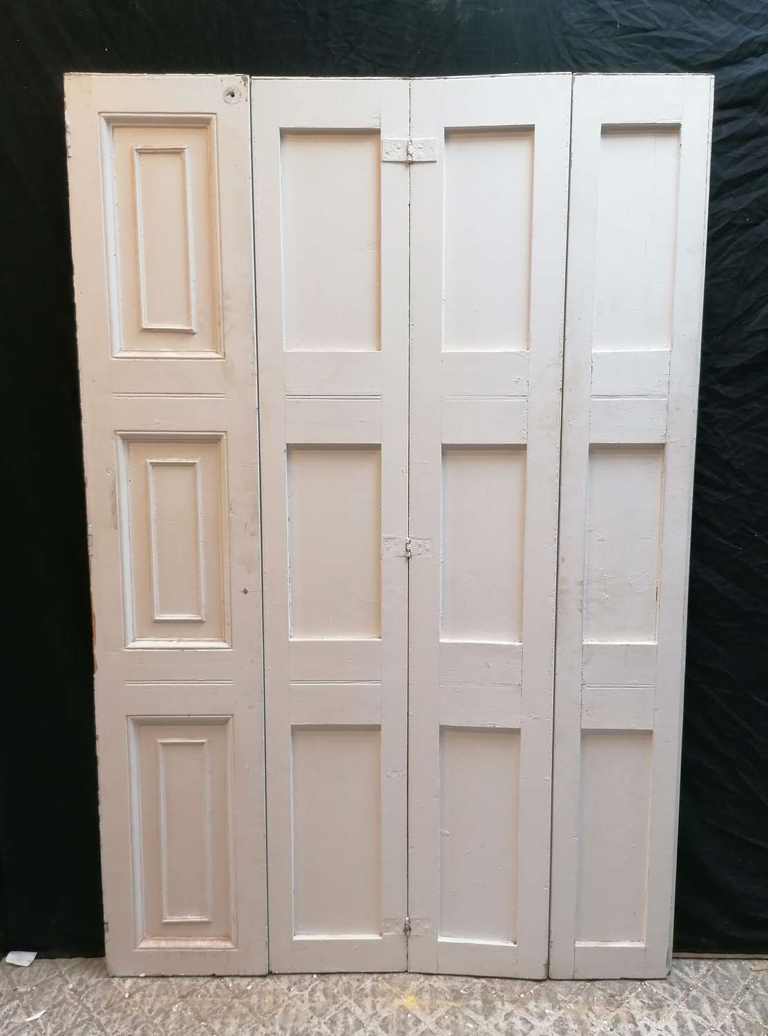 CS0042 A RECLAIMED PAINTED PINE SET OF FOUR SHUTTERS