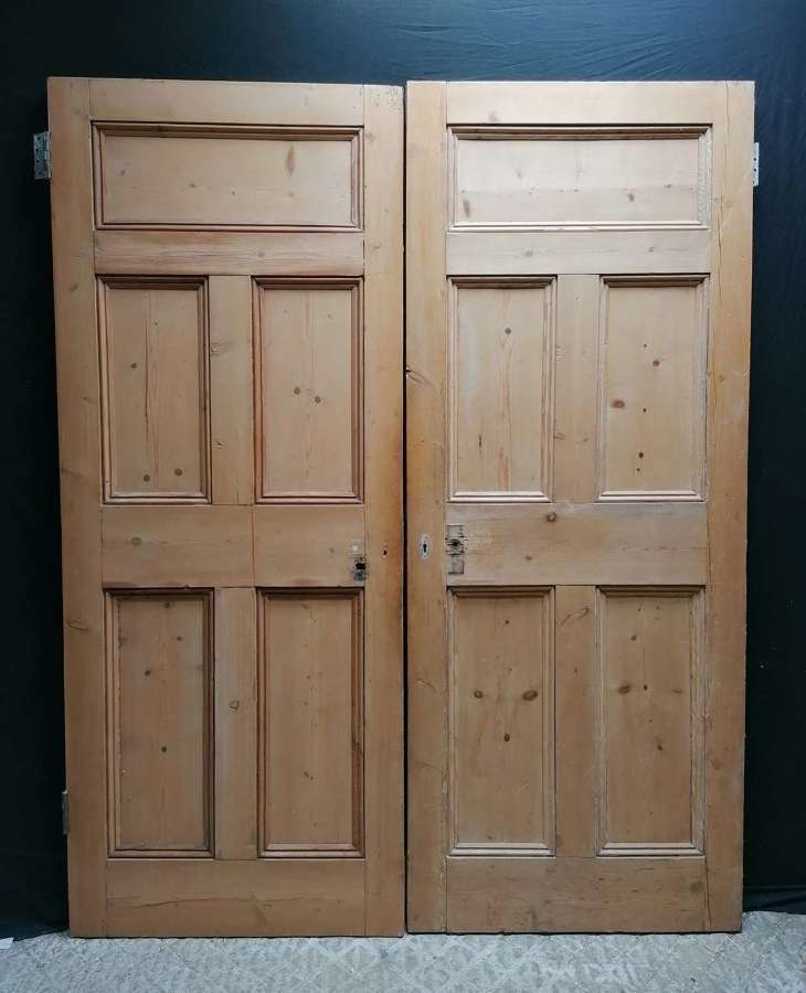 DP0318 A PAIR OF RECLAIMED ANTIQUE 5 PANEL INTERNAL PINE DOORS