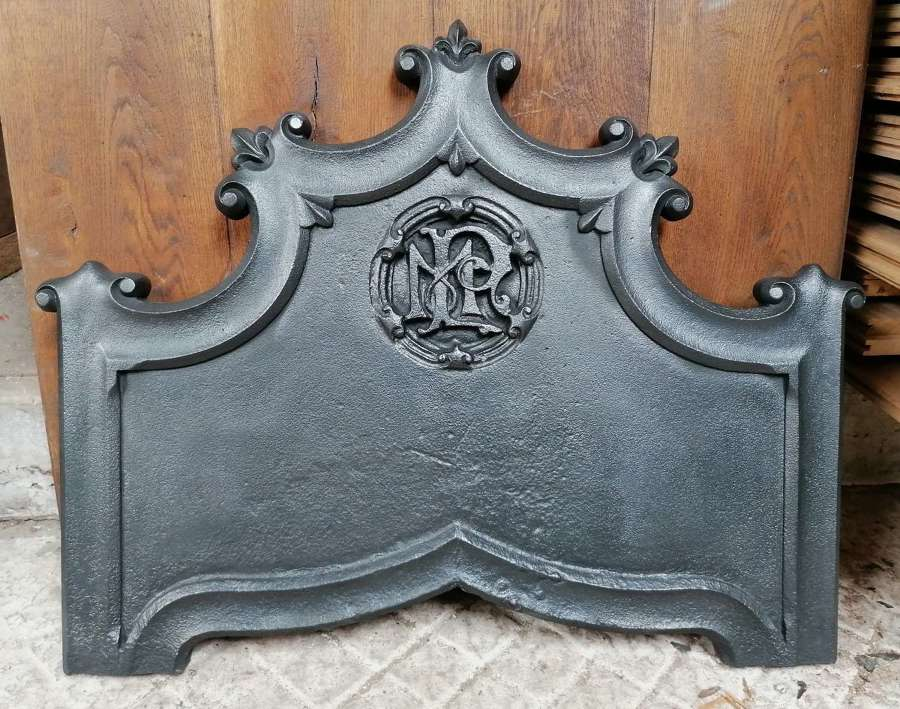 FB0074 A LARGE DECORATIVE RECLAIMED CAST IRON FIRE BACK