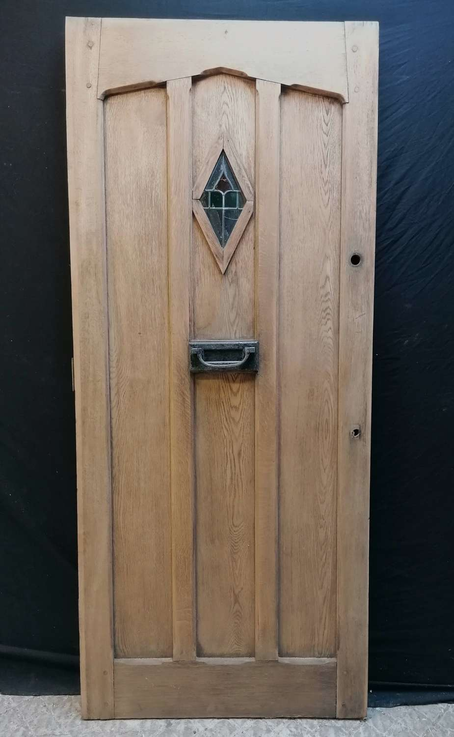 DE0886 A RECLAIMED ANTIQUE OAK FRONT DOOR WITH STAINED GLASS PANEL