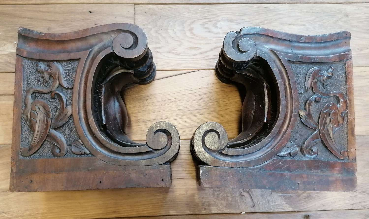 M1512 A PAIR OF RECLAIMED ARTS AND CRAFTS MAHOGANY CARVED CORBELS
