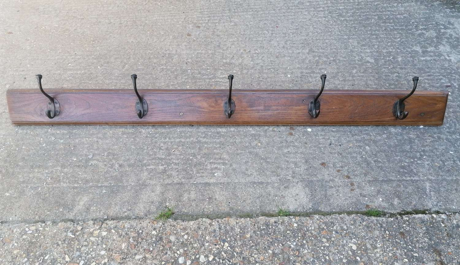 M1516 LARGE RECLAIMED RUSTIC WOODEN WALL MOUNTED COAT AND HAT RAIL