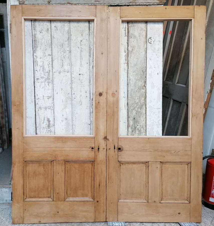 DP0323 A PAIR OF RECLAIMED VICTORIAN INTERNAL PINE DOORS FOR GLAZING