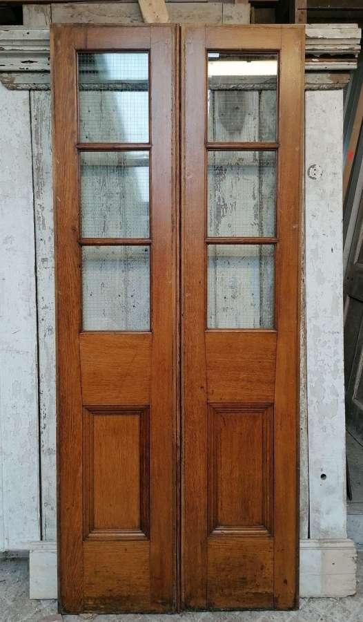 DP0326 A PAIR OF RECLAIMED OAK INTERNAL / EXTERNAL GLAZED DOORS