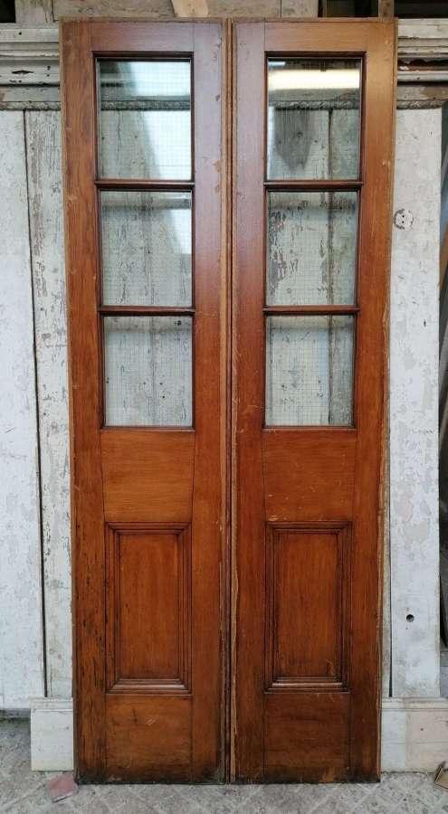DP0325 A PAIR OF RECLAIMED OAK INTERNAL / EXTERNAL GLAZED DOORS