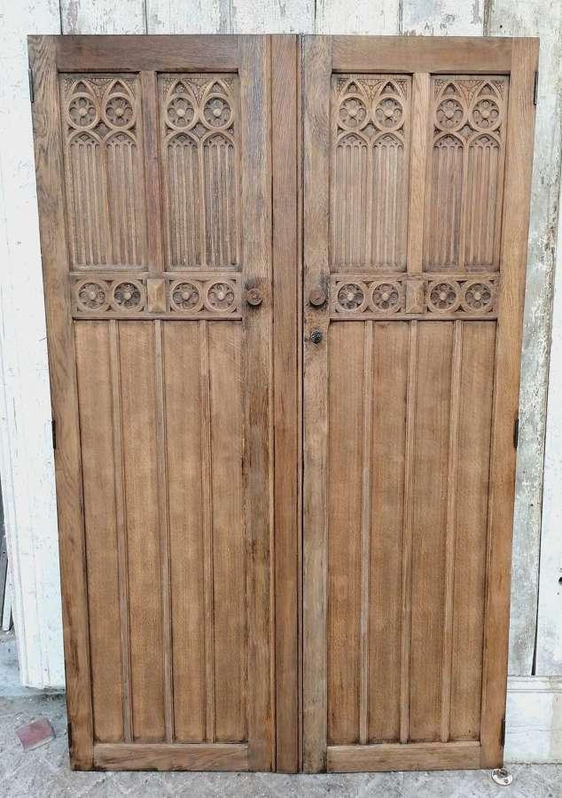 CS0055 PAIR RECLAIMED GOTHIC HAND CARVED OAK DOORS PANTRY / CUPBOARD