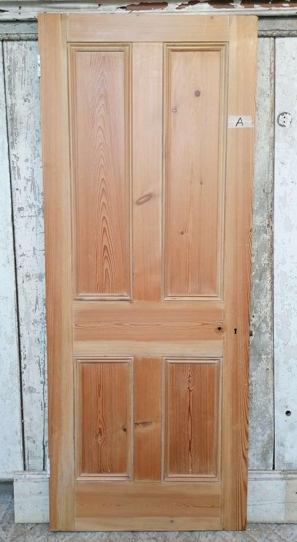 DI0754a A GOOD QUALITY VICTORIAN STRIPPED PINE INTERNAL DOOR